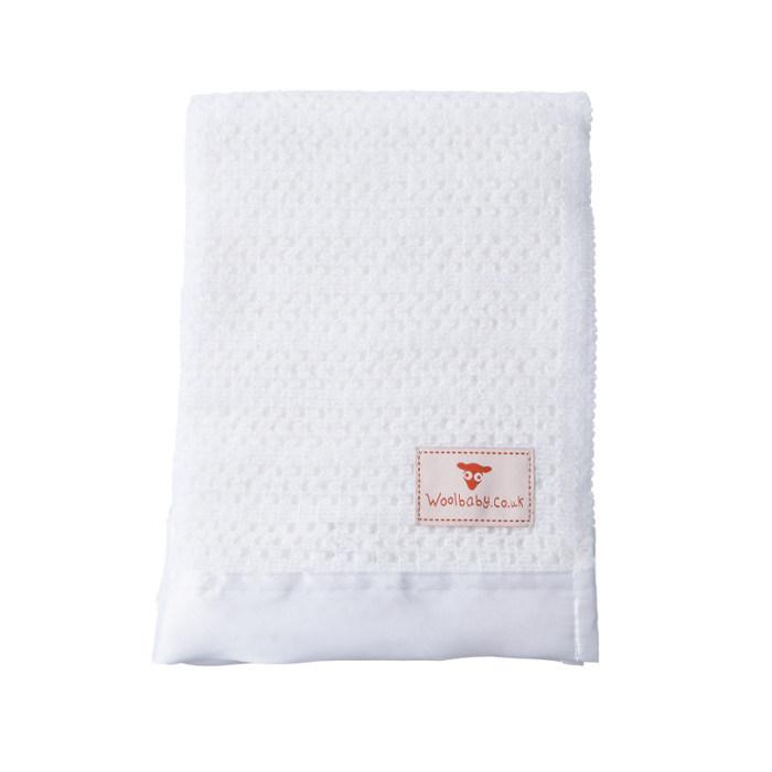 satin-trimmed-baby-blanket_2-1