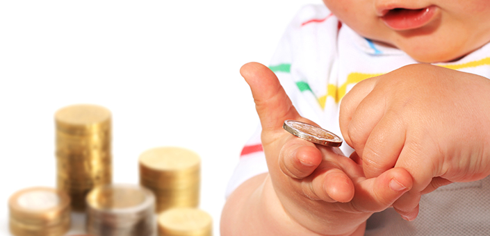 baby counting coins