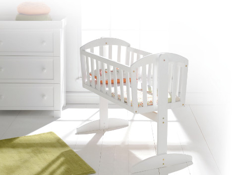 Vienna swinging crib