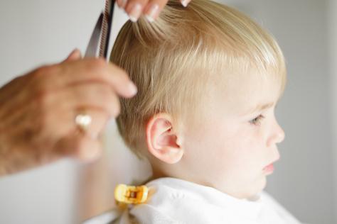 Babys first haircut 474